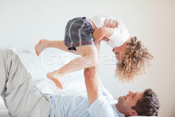 Oldalnézet mosolyog apa emel gyermek férfi Stock fotó © wavebreak_media