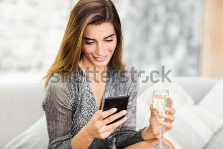женщину сидят диван гостиной книга Сток-фото © wavebreak_media