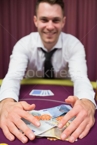 Homme séance argent poker table casino Photo stock © wavebreak_media