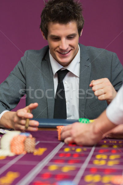 Photo stock: Homme · heureux · roulette · table · argent · casino