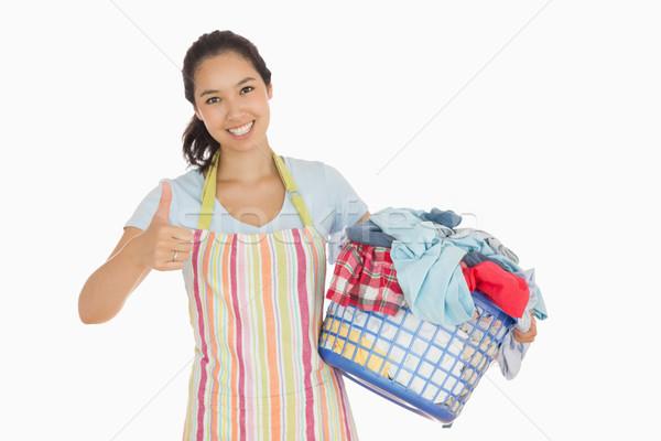 Glimlachende vrouw schort wasmand gelukkig Stockfoto © wavebreak_media