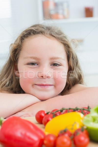 Fille table légumes enfant Photo stock © wavebreak_media