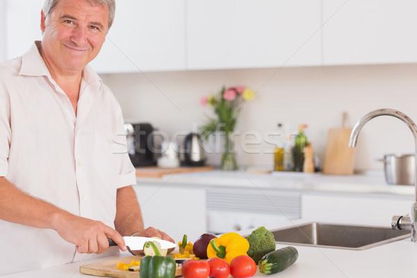 Velho sorridente legumes cozinha casa tabela Foto stock © wavebreak_media