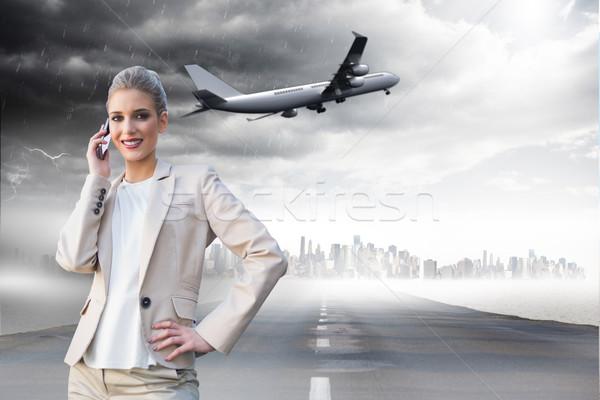 Bild heiter eleganten Geschäftsfrau Telefon Stock foto © wavebreak_media