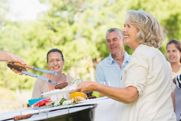 Uitgebreide familie dining outdoor tabel meisje Stockfoto © wavebreak_media