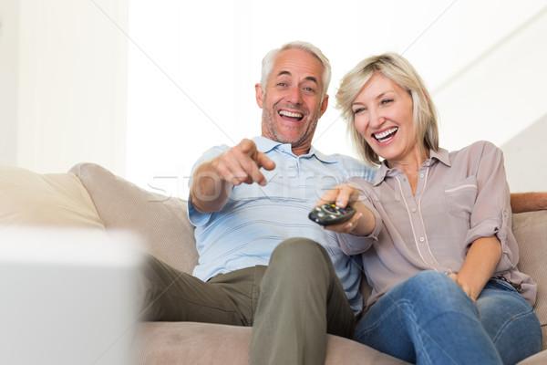 Alegre casal assistindo tv casa maduro Foto stock © wavebreak_media