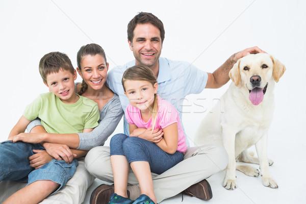 Zdjęcia stock: Cute · rodziny · domowych · labrador · stwarzające · uśmiechnięty