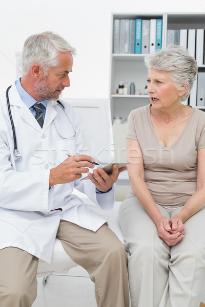Vrouwelijke senior patiënt arts medische kantoor Stockfoto © wavebreak_media