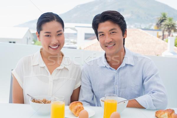 Souriant couple déjeuner ensemble à l'extérieur balcon Photo stock © wavebreak_media
