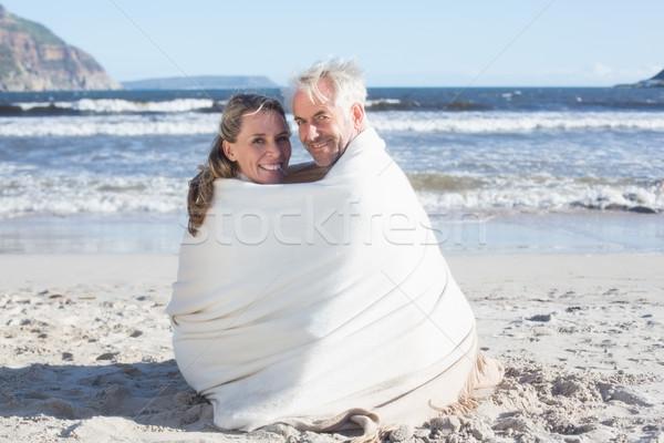 çift oturma plaj battaniye gülen kamera Stok fotoğraf © wavebreak_media
