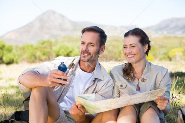Glücklich Wandern Paar Lesung Karte Berg Stock foto © wavebreak_media