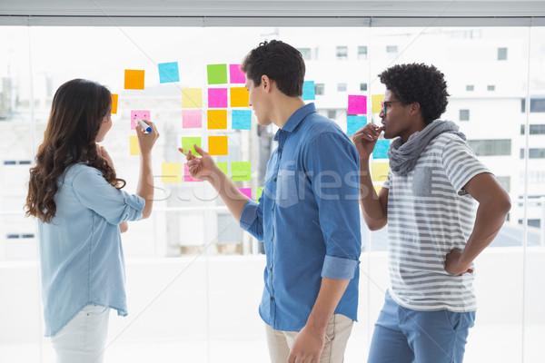 Jeunes Creative équipe brainstorming ensemble bureau Photo stock © wavebreak_media