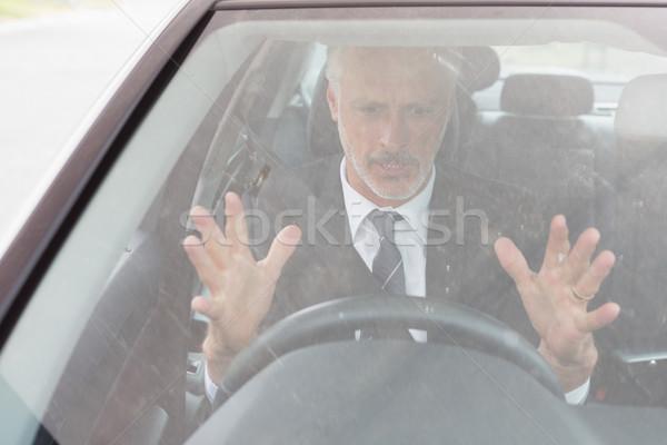 Nervoso homem sessão roda carro terno Foto stock © wavebreak_media