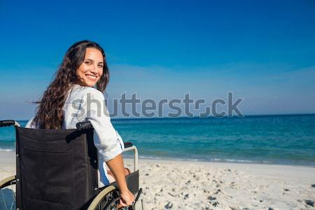 Inválido mulher olhando oceano mar Foto stock © wavebreak_media