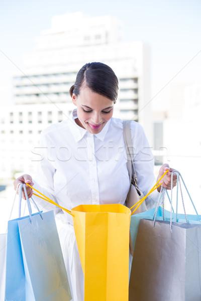 美しい ブルネット ショッピングバッグ 外 幸せ ストックフォト © wavebreak_media