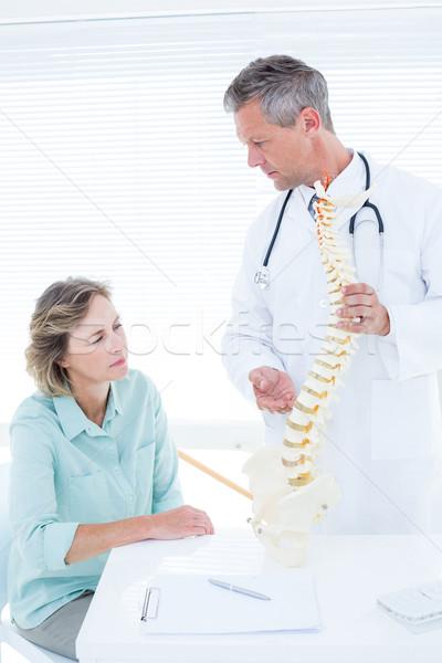 Médico conversa paciente médico escritório corpo Foto stock © wavebreak_media