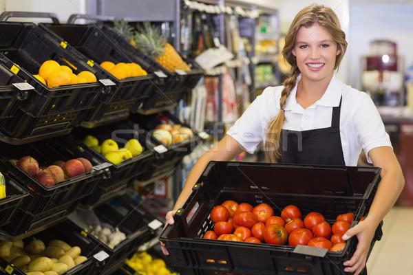 Portré személyzet nő tart doboz friss zöldségek Stock fotó © wavebreak_media