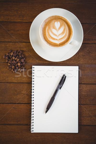 Csésze cappucchino kávé művészet jegyzettömb fa asztal Stock fotó © wavebreak_media