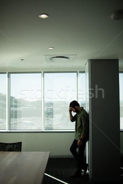 Bezorgd zakenman permanente venster kantoor laptop Stockfoto © wavebreak_media