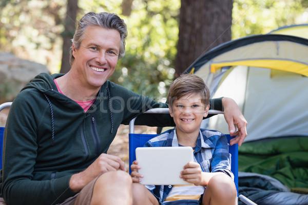 Boldog apa fia digitális tabletta sátor erdő Stock fotó © wavebreak_media