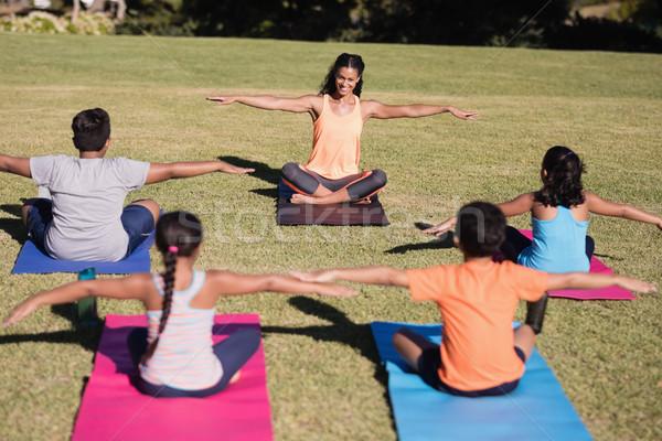 Boldog edző tanít nyújtás testmozgás gyerekek Stock fotó © wavebreak_media