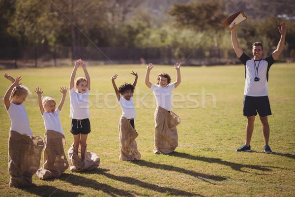 Entrenador colegialas parque carrera Foto stock © wavebreak_media
