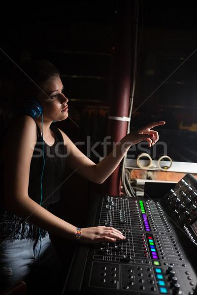 Feminino Áudio engenheiro soar batedeira Foto stock © wavebreak_media