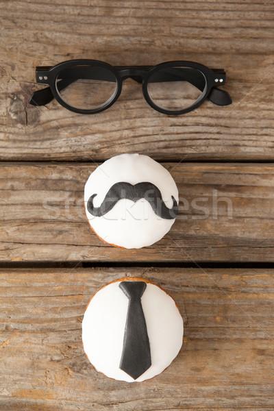 Moustache cravate forme lunettes table Photo stock © wavebreak_media