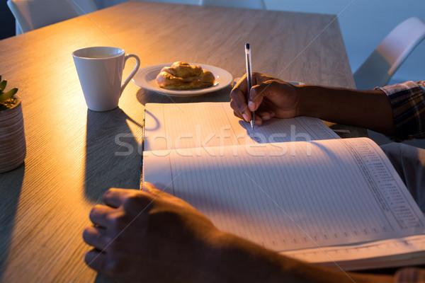 Masculino executivo escrita diário secretária escritório Foto stock © wavebreak_media