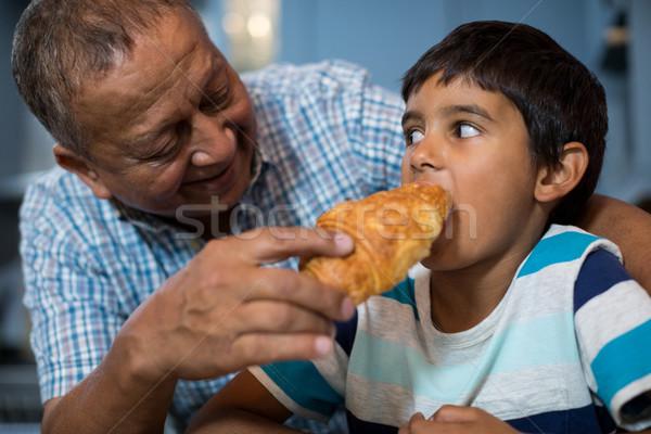 Dziadek rogalik wnuk żywności dziecko Zdjęcia stock © wavebreak_media