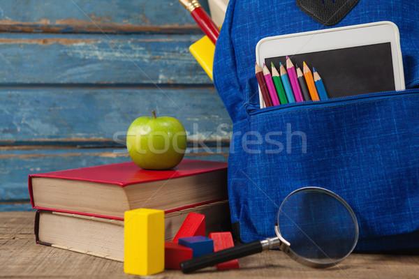 Przybory szkolne jabłko cyfrowe tabletka lupą drewniany stół Zdjęcia stock © wavebreak_media