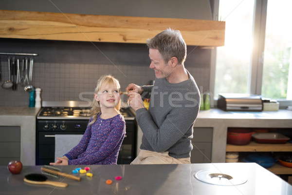 Vader haren permanente keuken meisje kind Stockfoto © wavebreak_media