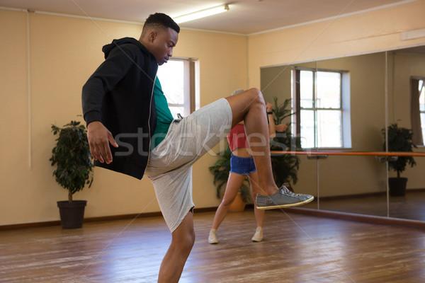Yandan görünüş dansçı stüdyo genç erkek Stok fotoğraf © wavebreak_media