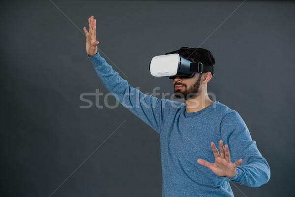 Adam sanal gerçeklik kulaklık gri moda Stok fotoğraf © wavebreak_media