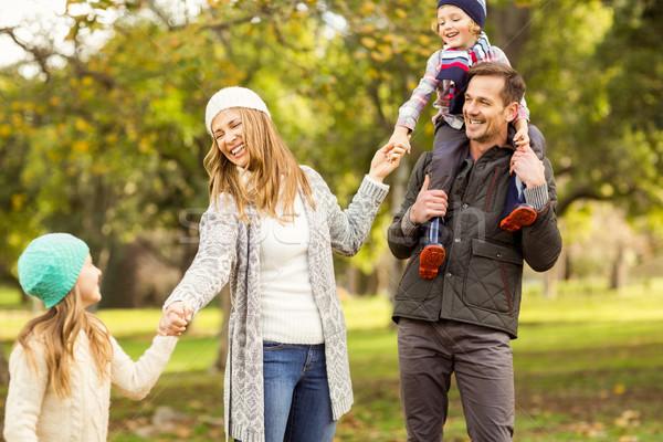 Portret uśmiechnięty młodych portret rodzinny rodziny kobieta Zdjęcia stock © wavebreak_media