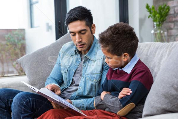 Glücklich Vater Lesung Buch Sohn Wohnzimmer Stock foto © wavebreak_media