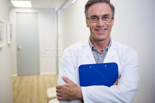Zahnarzt halten Datei stehen Lobby zahnärztliche Stock foto © wavebreak_media