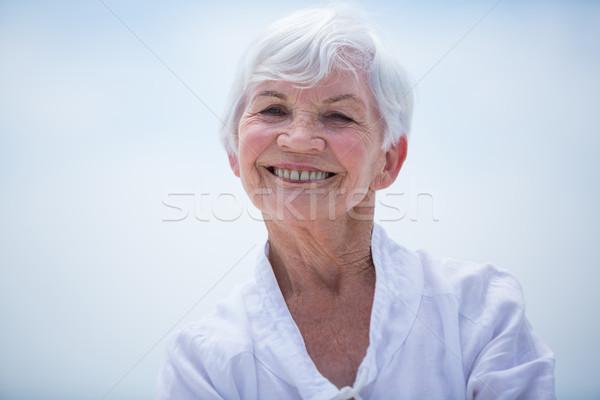 Zdjęcia stock: Portret · uśmiechnięty · starszy · kobieta · niebo