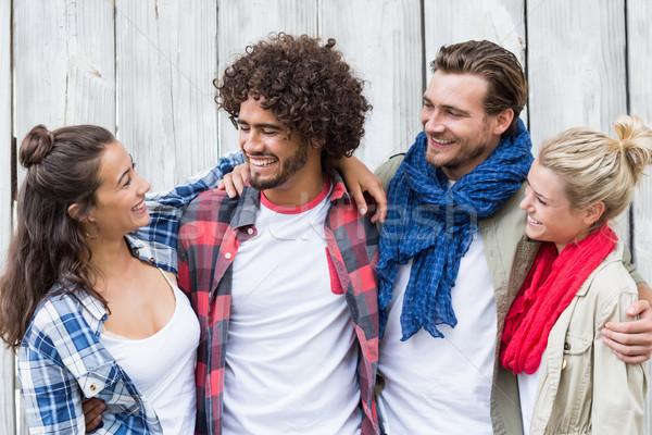 Vrienden permanente armen rond groep Stockfoto © wavebreak_media