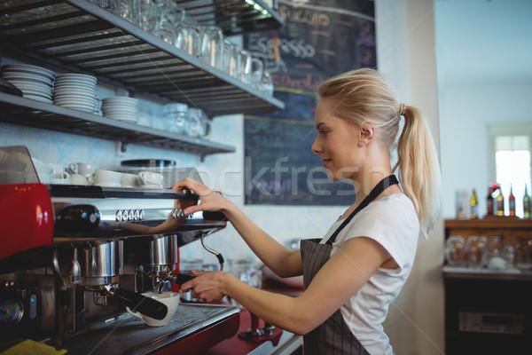 Seitenansicht Barista Espresso Kaffeehaus weiblichen Frau Stock foto © wavebreak_media