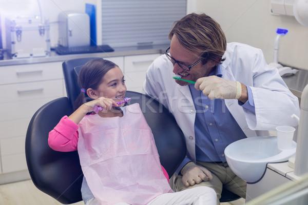 Mosolyog fogorvos beteg fogmosás fogászati klinika Stock fotó © wavebreak_media