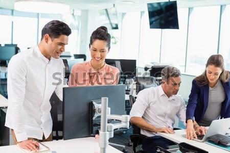 ビジネスマン グラフ ホワイトボード 同僚 オフィス ストックフォト © wavebreak_media
