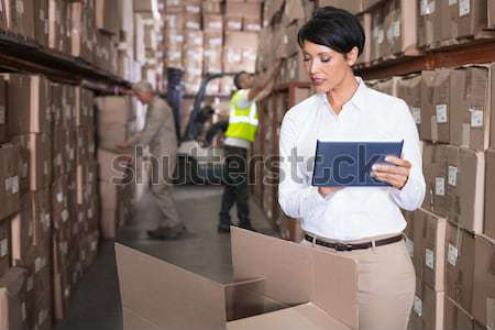 Technicien travail portable serveur chambre Photo stock © wavebreak_media