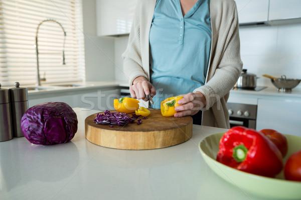 Kadın sarı biber mutfak Stok fotoğraf © wavebreak_media
