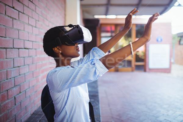 Stok fotoğraf: öğrenci · sanal · gerçeklik · kulaklık · okul · kampus