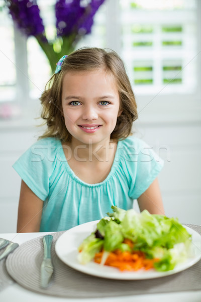 Portret glimlachend meisje vergadering eettafel home Stockfoto © wavebreak_media