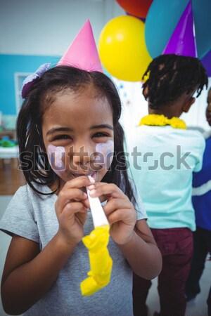 Portrait petite fille fête d'anniversaire maison famille fille Photo stock © wavebreak_media