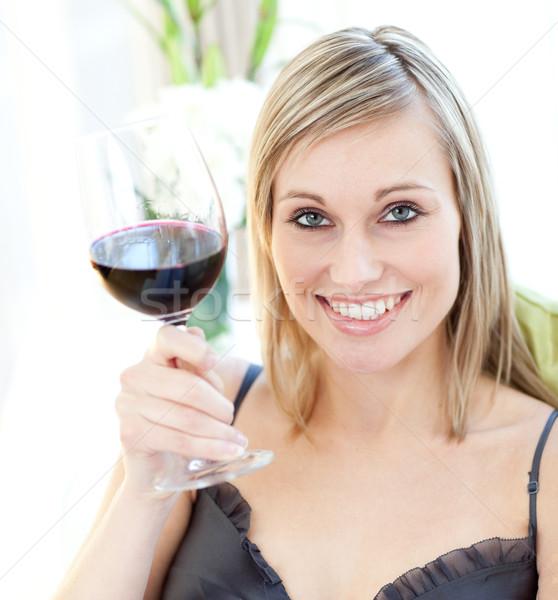 Brilhante mulher potável vinho tinto vidro beber Foto stock © wavebreak_media