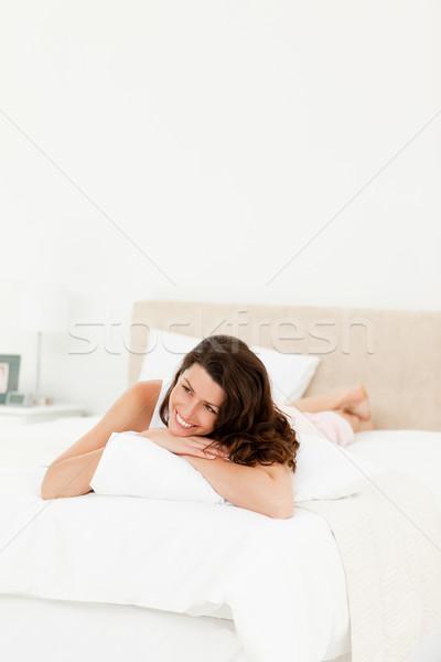 Pensativo mujer cama manana casa feliz Foto stock © wavebreak_media