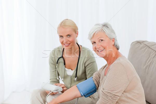 Stockfoto: Arts · bloeddruk · patiënt · familie · hand